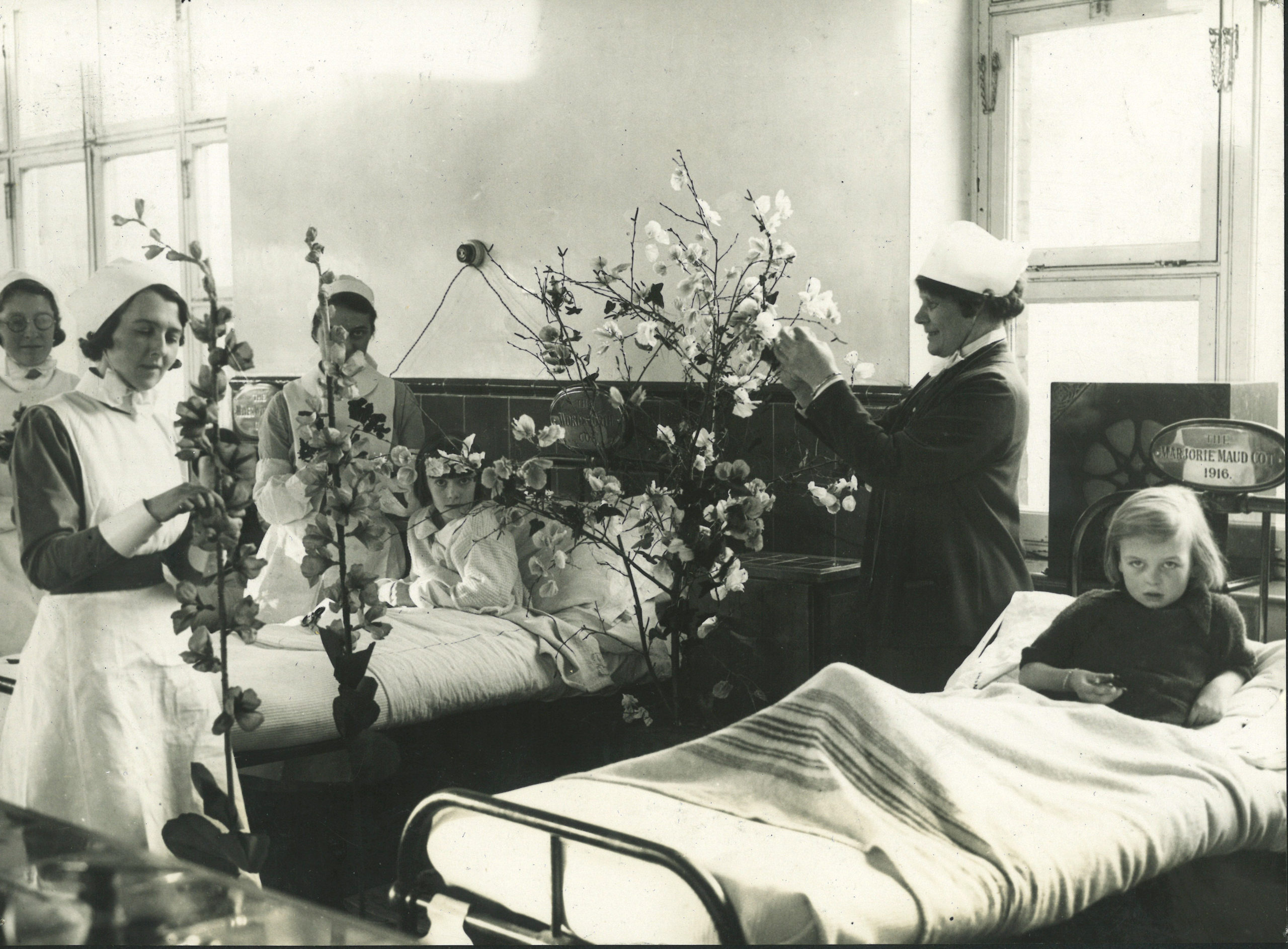 Decorating a children's ward, 1920s