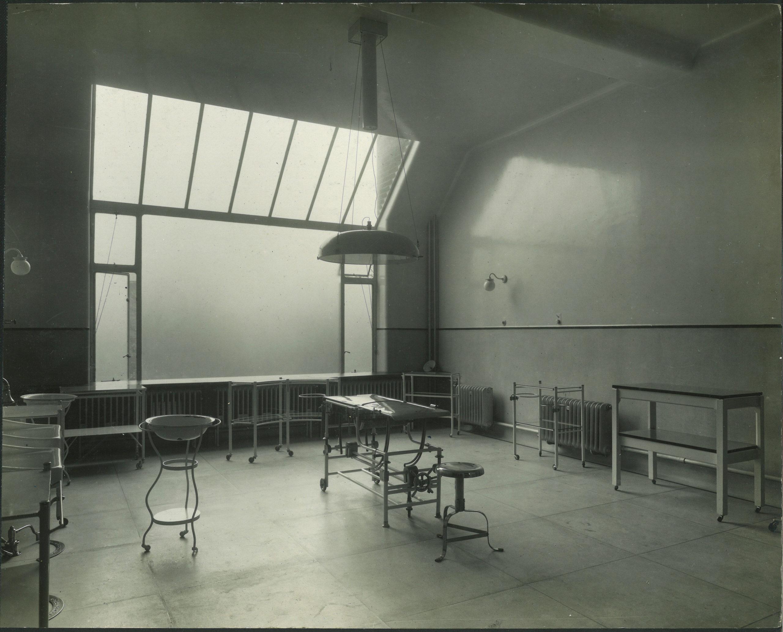 Surgical theatre, c. 1910